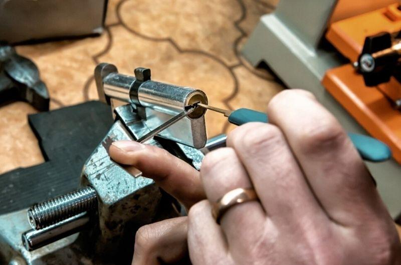 החלפת צילינדר לדלת גבי המנעולן מנעולן בנתניה