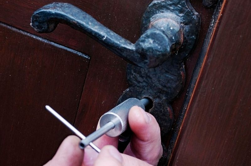 פורץ מנעולים מוסמך גבי המנעולן מנעולן בנתניה