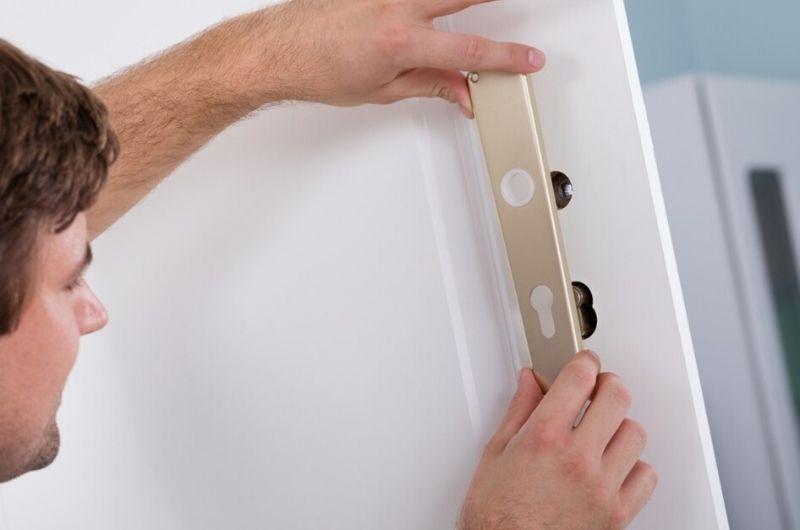 ציפוי דלתות גבי המנעולן מנעולן בנתניה