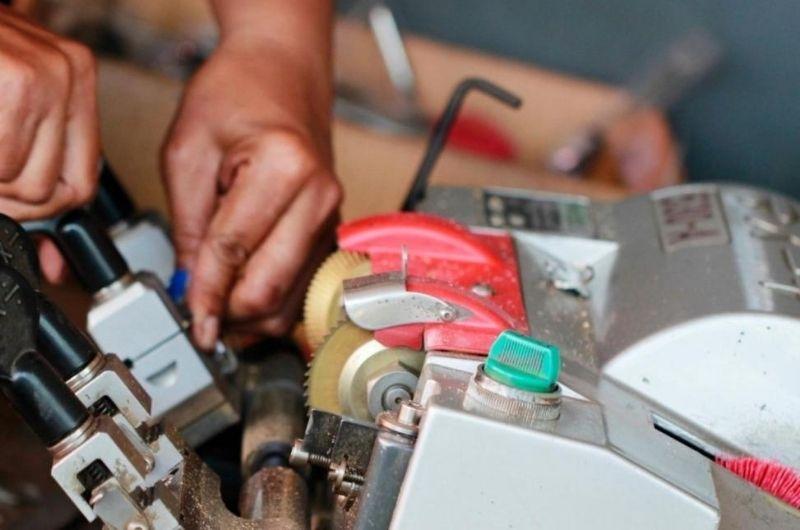 קידוד מפתח לרכב גבי המנעולן מנעולן בנתניה