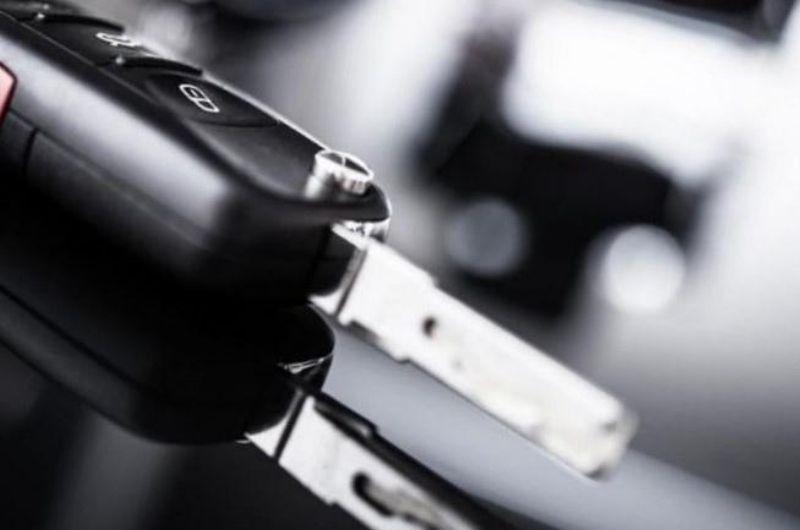 שכפול ותיקון שלט לרכב גבי המנעולן מנעולן בנתניה
