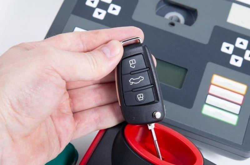 תיקון שלט לרכב גבי המנעולן מנעולן בנתניה