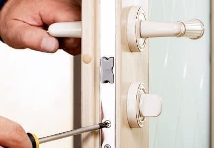 תיקון דלתות יעיל