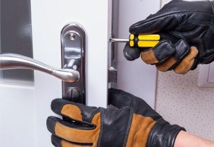 תיקון דלתות מקצועי